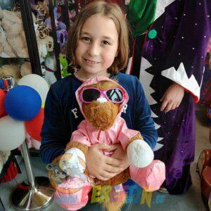 Berefijn knuffeldier Chess – build a bear - teddybeer - Teddy Mountain - Lier - regenjas - paard - regenlaarzen - zonnebril