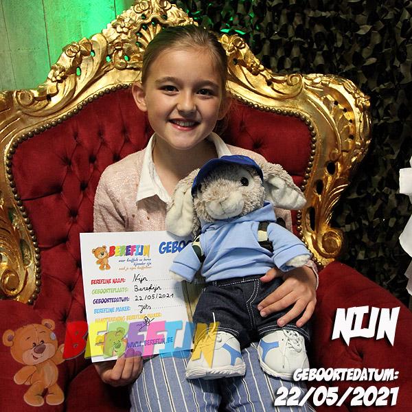 Knuffelbeer Nijn - konijn - Berefijn - Teddy Mountain - build a bear workshop - Lier - DIY - Teddybear - hoodie - jeans